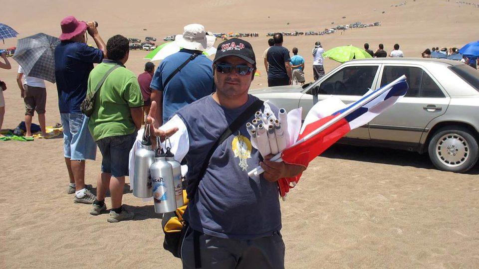 Prodavači suvenýrů jsou i na trati Dakaru