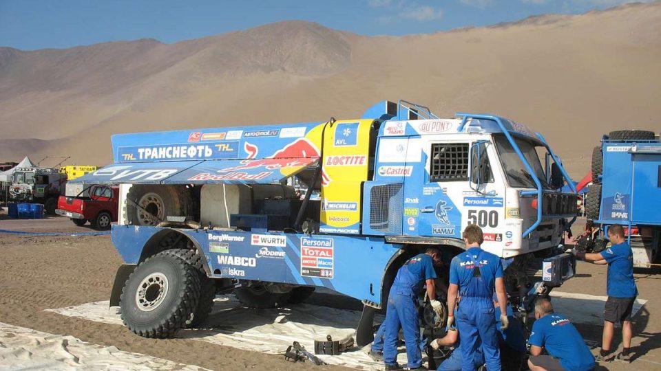 Peče o Chaginův závodní kamión značky Kamaz