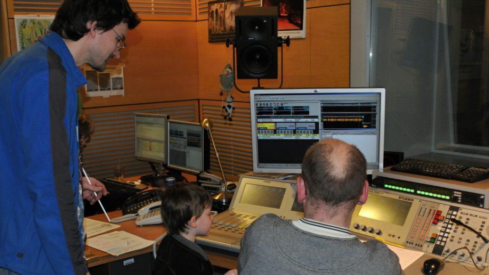 Prohlídka režie vysílacího studia Radiožurnálu, odkud se vysílal rozhovor s nejaktivnějším Zpravodajem za rok 2011