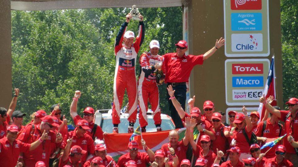Giniel de Villiers dojel s Toyotou Hilux do Santiaga druhý