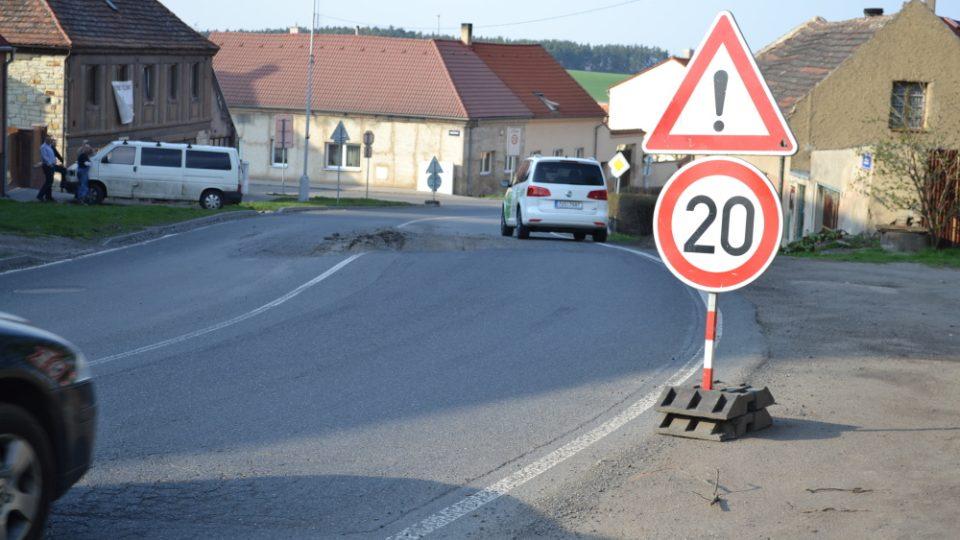 snížená rychlost ve Slánské ulici ve Smečně