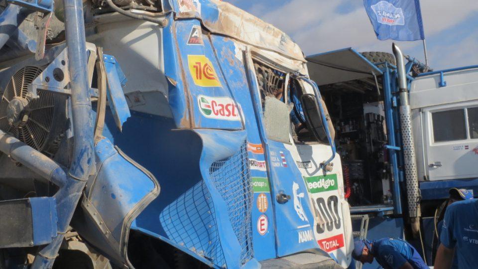 Karginův Kamaz po nehodě v šesté etapě 2