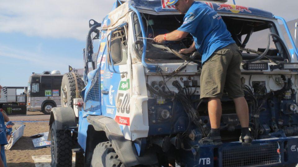 Karginův Kamaz po nehodě v šesté etapě 3
