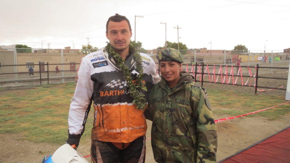 Ondřej Klymčiw s bolivijskou vojačkou