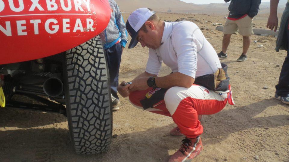 De Villiers upoští před dunami pneumatik